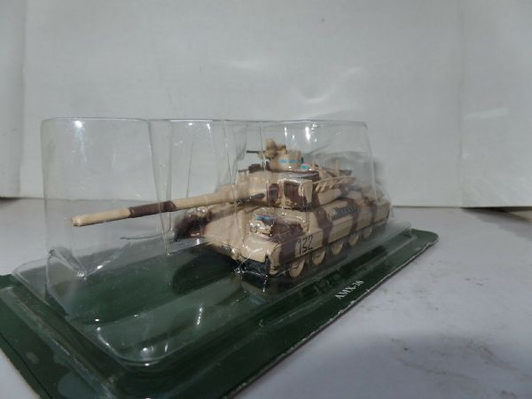 FF12 1/72 Scale French France Battle Tank AMX-30 Desert Camo